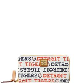 Tigers Zip Around Wristlet