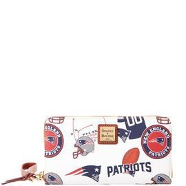 Patriots Large Zip Around Wristlet