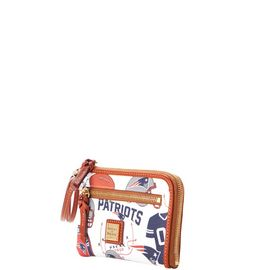 Patriots Multi Function Zip Around